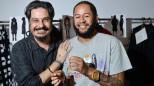 O estilista João Pimenta e o cantor Emicida